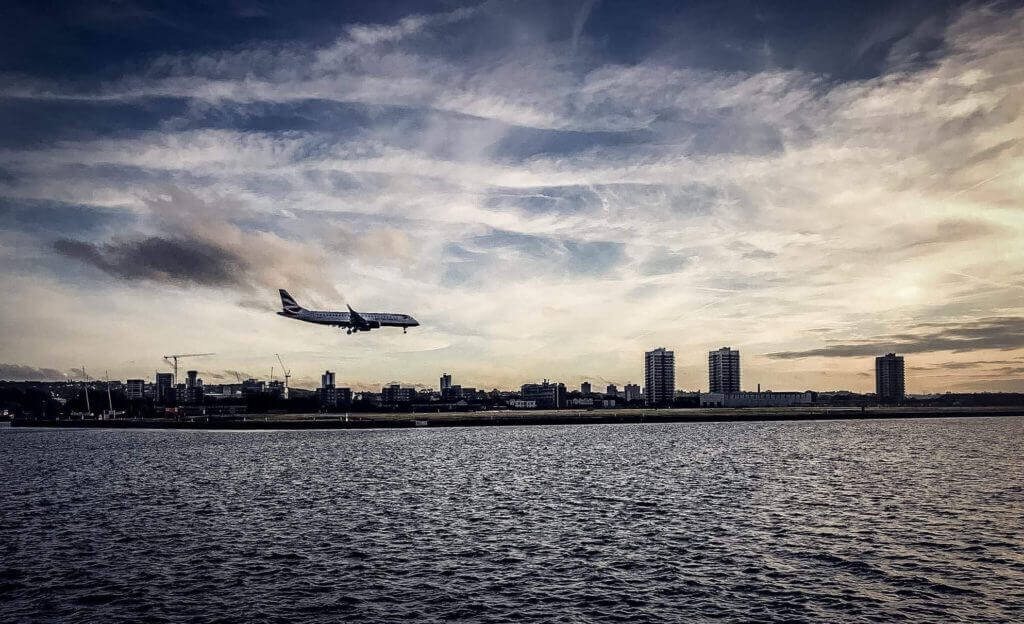 aircraft coming into land provides flight search data useful to hotel revenue managers for pricing