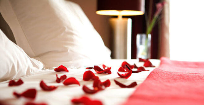 picture on hotel website of valentine day hotel promotion