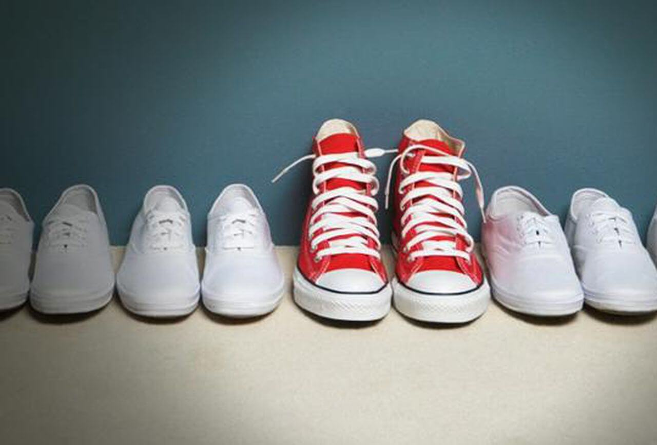 red trainers amongst white trainers showing benefit of personalized messaging to increase website conversion