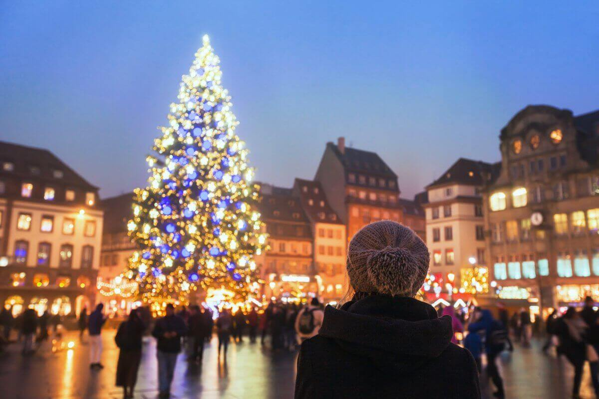 tourist looking at xmas tree in holiday season near hotel