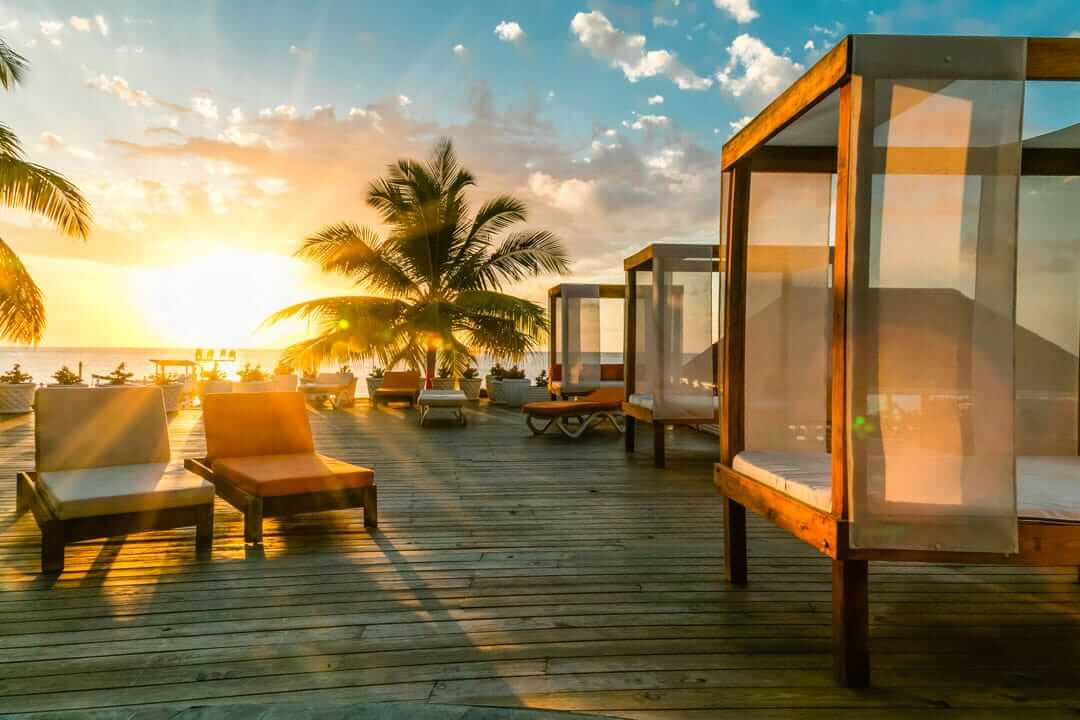 picture of sunset at hotel resort helps booking conversion rate for hotels